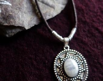 Necklace ethnic white Labradorite stone
