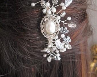 Vintage-style bridal hair comb