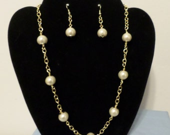 White and gold necklace