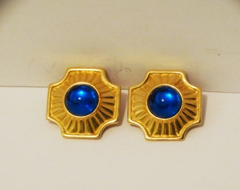Vintage Trifari Gold Tone Blue Glass Stone Earrings.
