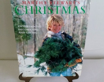 Martha Stewart's Christmas Entertaining Decorating and Giving Book