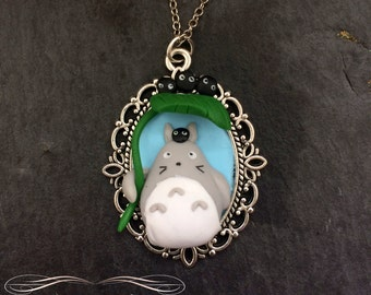 Totoro and his leaf umbrella alongside the sootballs necklace - Polymer clay pendant - Kawaii hand made jewelry