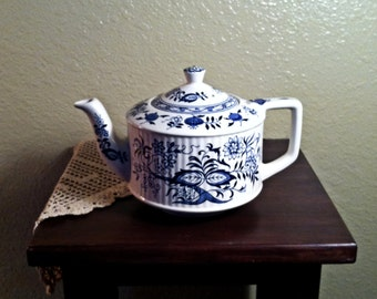 Vintage Sadler Blue and White Teapot (1950s)