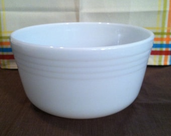 Large Pyrex Milk Glass Mixing Bowl