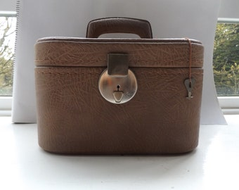 vintage 60s cosmetic case travel beauty luggage