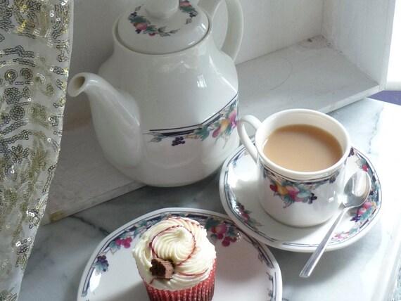 "Royal Doulton Vintage ""Autumn's Glory"" octagonal tea set, tea pot, milk jug, sugar bowl, set of 2 cups & saucers, two side plates"
