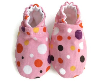 baby booties, toddler booties, baby shoes, toddler shoes, booties, crib shoes, fabric shoes, baby shower gift