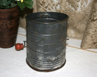 Bromwell's Flour Sifter//Measuring Sifter Guaranteed//Pat.No. PAT NO 1.753.995//Vintage Bromwell's Flour Sifter
