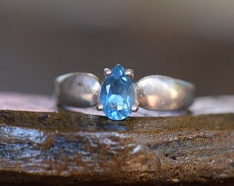 Blue Gemstone Pear Cut Solitaire Vintage 925 Silver Ring, US Size 9.0, Used