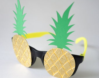 Pineapple Glasses / Photo Booth Prop / Pineapple / Gold Glitter / Handmade /Photobooth