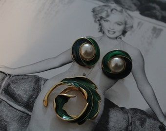 70's Vintage Green & Gold Clip On Earrings And Brooch