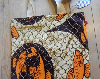 Patterned and reversible bag