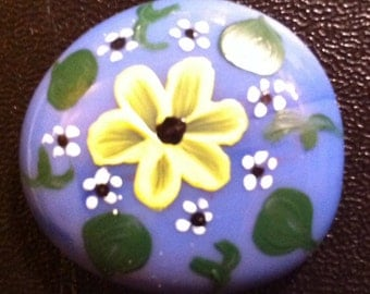 Flowered stone magnet