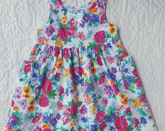Vintage Toddler Dress / 1980s Kokomo Kids Brand / Pockets / Bow / Pink Blue Green Yellow Flower Print / Eyelet Lace Trim