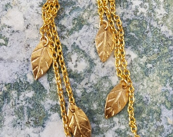 Chain earrings with leaf motif
