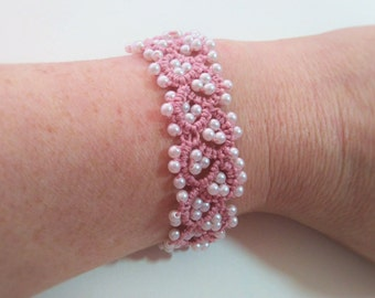 Bracelet/lace tatting bracelet tatted bracelet rose/pink / white/bracelet hand made fancy glass beads