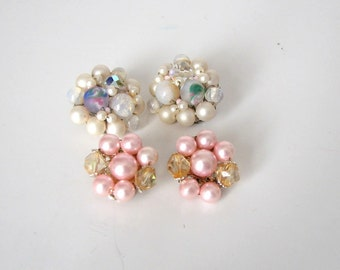 vintage bead cluster earrings . wired bead clip on earrings . 1950s pink earrings . white pearl and glass cluster earrings . made in Japan