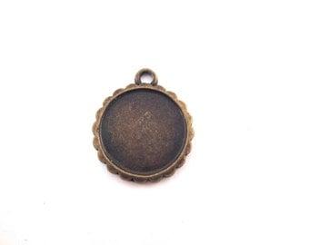 8 16mm brass scalloped pendant settings, B138