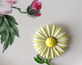 Daisy Enamel Flower Pin