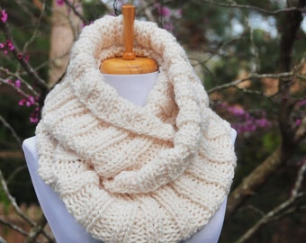 Chunky Knit Infinity Scarf, Winter White Scarf, Knitted Women's Scarf, Winter Scarf, Vegan Scarf, Knit Circle Scarf, Knit Scarf Cowl, Teen