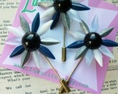 Daisy Pins! Mini novelty daisy flower 1940's style stick pin brooch by Luxulite Silver and Blue