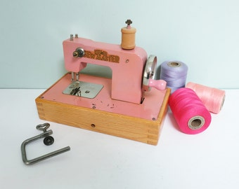 KAY-an-EE Pink Toy Sewing Machine, Sew Master, Hand Crank, Wooden Base, Table Clamp and Original Box