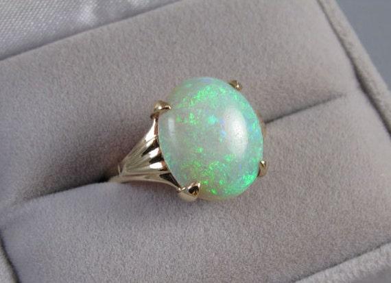 Colorful vintage Art Deco 14k gold 4.32 carat opal cocktail dinner ring
