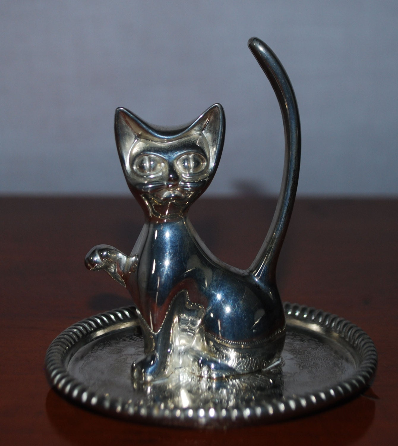 vintage silver plate cat ring holder on embossed tray