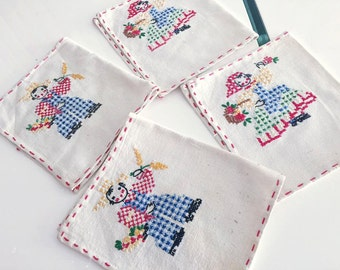 Adorable Set of Vintage Linen Napkins -- Hand Embroidered -- Retro Home Kitchen