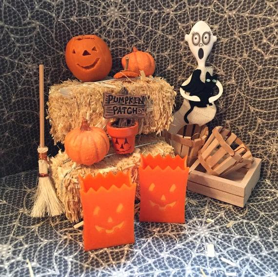 Miniature Halloween Bags Luminaries, Dollhouse 1:12 Scale Halloween Decor, Fairy Garden Accessory, Jack O Lanterns