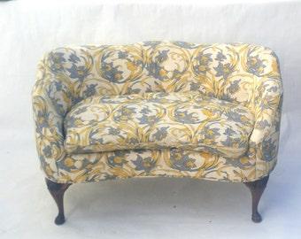 Vintage petite Settee/Sofa Loveseat