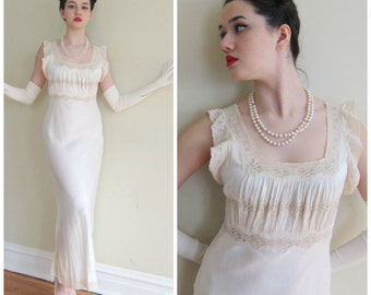 Vintage 1930s Negliee Slip Dress Ivory Silk and Lace / 30s Biascut Nightgown Ruched Bodice Lace Shoulders