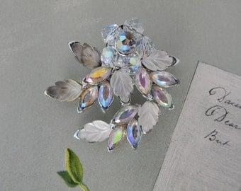 Molded Art Glass Aurora Borealis Leaf Brooch    BCY37