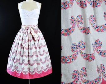 "Vintage 50s Full Skirt / 50s Novelty Border Print Pink Scallop RIBBON BOW Floral White Cotton Pinup Garden Picnic Party High Waist 26"" Small"