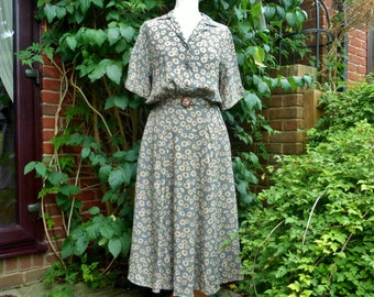 Pretty tea dress from 1970s in 1940s style  UK 14 US 10-12 by Nightingales