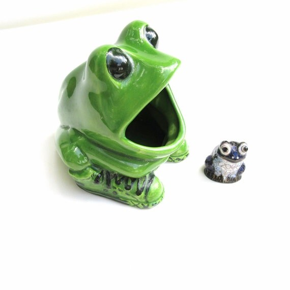 Vintage Frog Sponge Holder / Ceramic Soap Saver Dish Scrubber