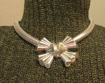 Vintage 1940s Choker Necklace Vintage Jewelry Silver Bow on Wide Oval Snake Chain Stunning Original Vintage War Years Jewelry