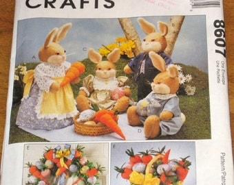 McCalls 8607 Bunny Picnic Soft Dolls Clothes Carrot Wreath Basket Stuffed Centerpiece Joanne Beretta Craft Sewing Pattern Uncut Factory Fold
