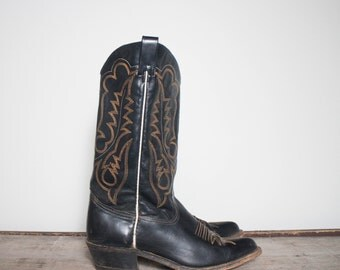 9.5 D | Men's 1970's TEXAS Boot Co. Black Cowboy Boots w/ Brown Western Stitch