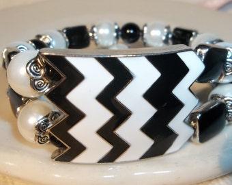 Big Black & White Zig Zag Center-Chevron- 2 Tier -Fancy-Beaded Stretch Bracelet  (317)
