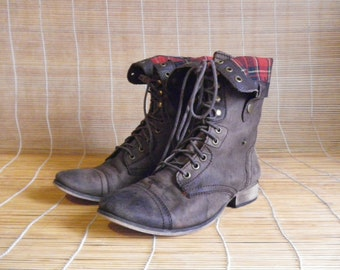 Vintage Lady's Aged Brown Leather Lace Up Ankle Boots Size EUR 38 / US Woman 8