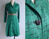 Vintage 70's Bold Green Abstract Graphic Print Shirt Dress M or L