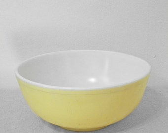 Yellow 404 PYREX Mixing Bowl // Largest Nesting Series 1950s Kitchen