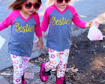 Besties Kids V-Neck 3/4 Sleeve Raglan Mommy Auntie Girls Best Friends Besties BFF T-Shirt Design