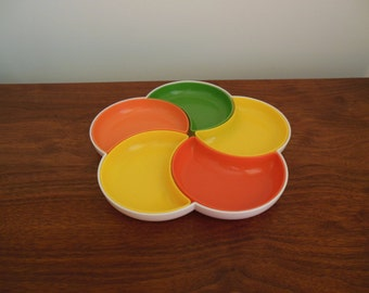 Divided Plastic Serving Plate Colorful Flower Shaped Tray with Five Crescent Inserts