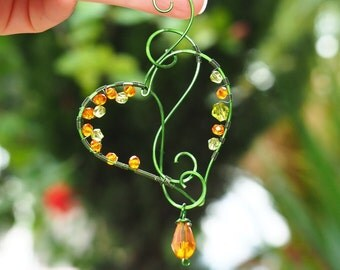 Suncatcher Wire decoration green Heart Hanging home decor Gift for her Nature ornaments Window decor Love gift best friend gift