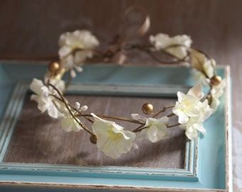 Bridal Hair Wreath, Wedding Floral Tiara, Woodland Wedding Crown, Rustic Hair Crown, Flower Crown Vine Headpiece