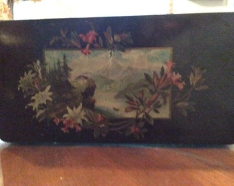 Gorgeous antique laquer/ paper mâché jewelry box *vicorian