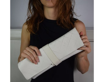 TAMPERE Leather white clutch