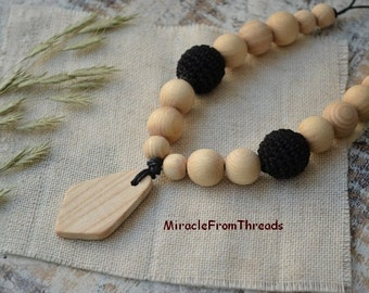Teething necklace Breastfeeding necklace Mama Nursing necklace Wood teether Black beige For new mom Baby toy necklace
